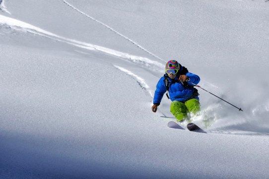 mauro-paillex-585828-unsplash ski